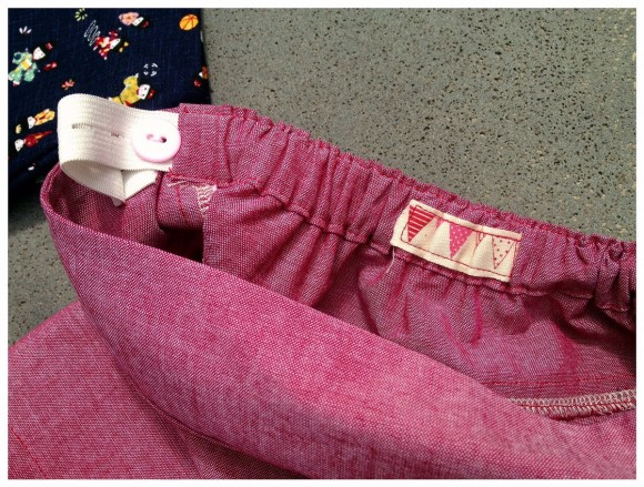 Ajustable elastic waistband on the Oliver + S Badminton Shorts