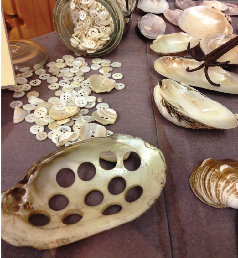 how mother-of-pearl buttons are made