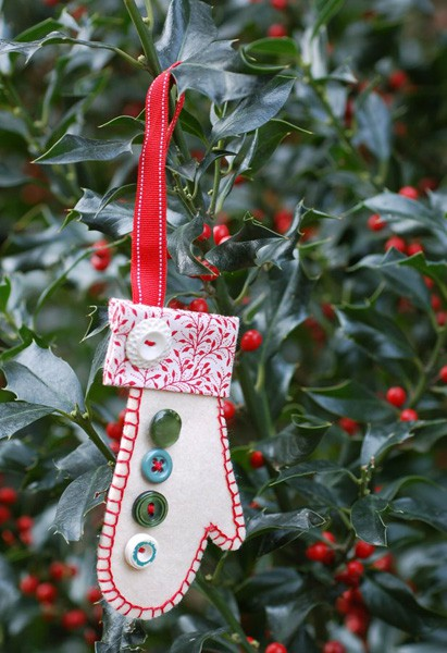 Holiday Mitten Ornament   Free Sewing Patterns   Oliver + S